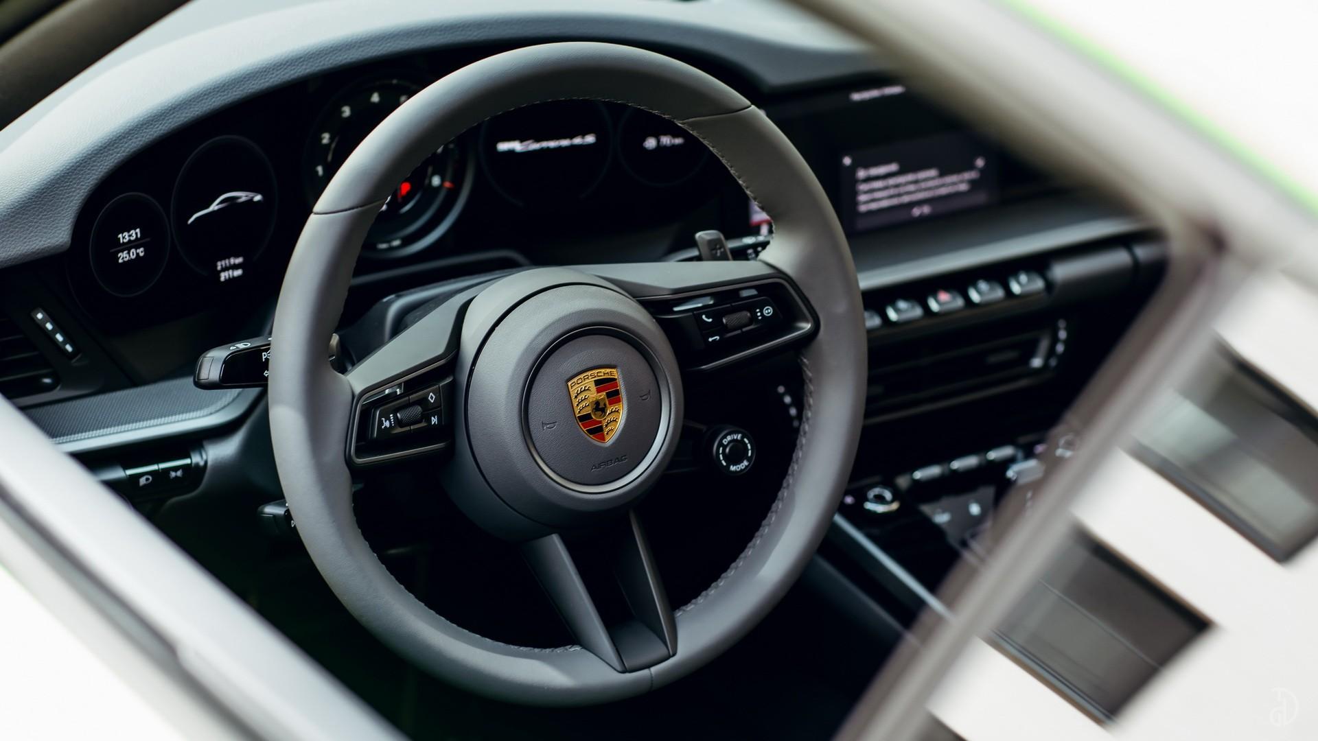 Porsche 911 Carrera 4S 992. Фото 15