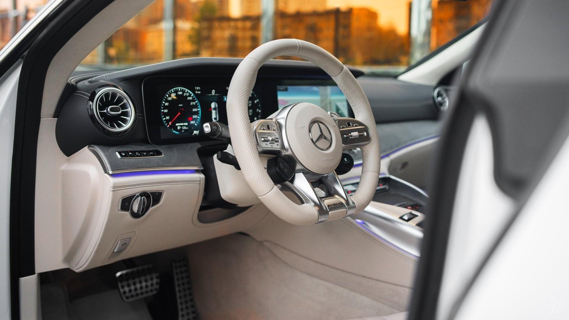 Аренда Mercedes-Benz AMG GT 63s 4 дв. купе. Фото 11