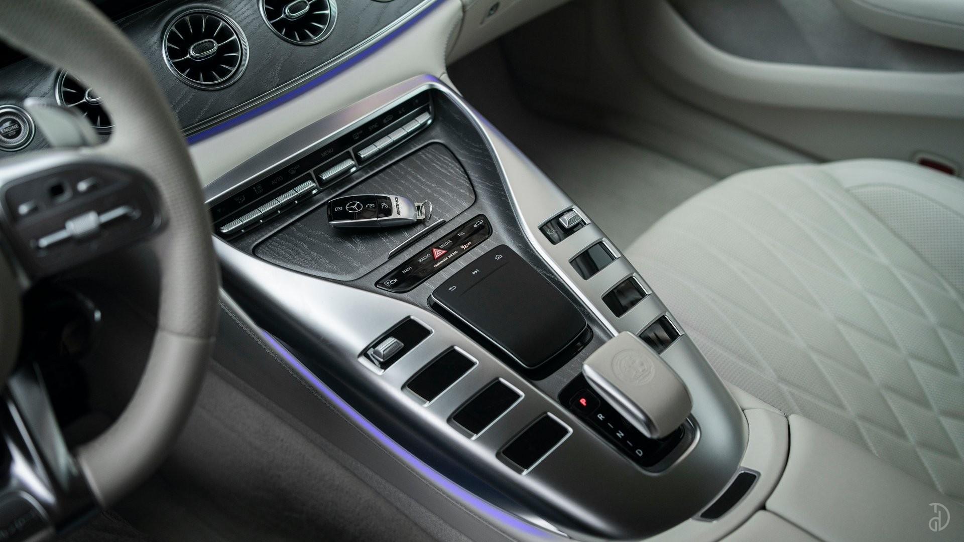 Аренда Mercedes-Benz AMG GT 63s 4 дв. купе. Фото 15