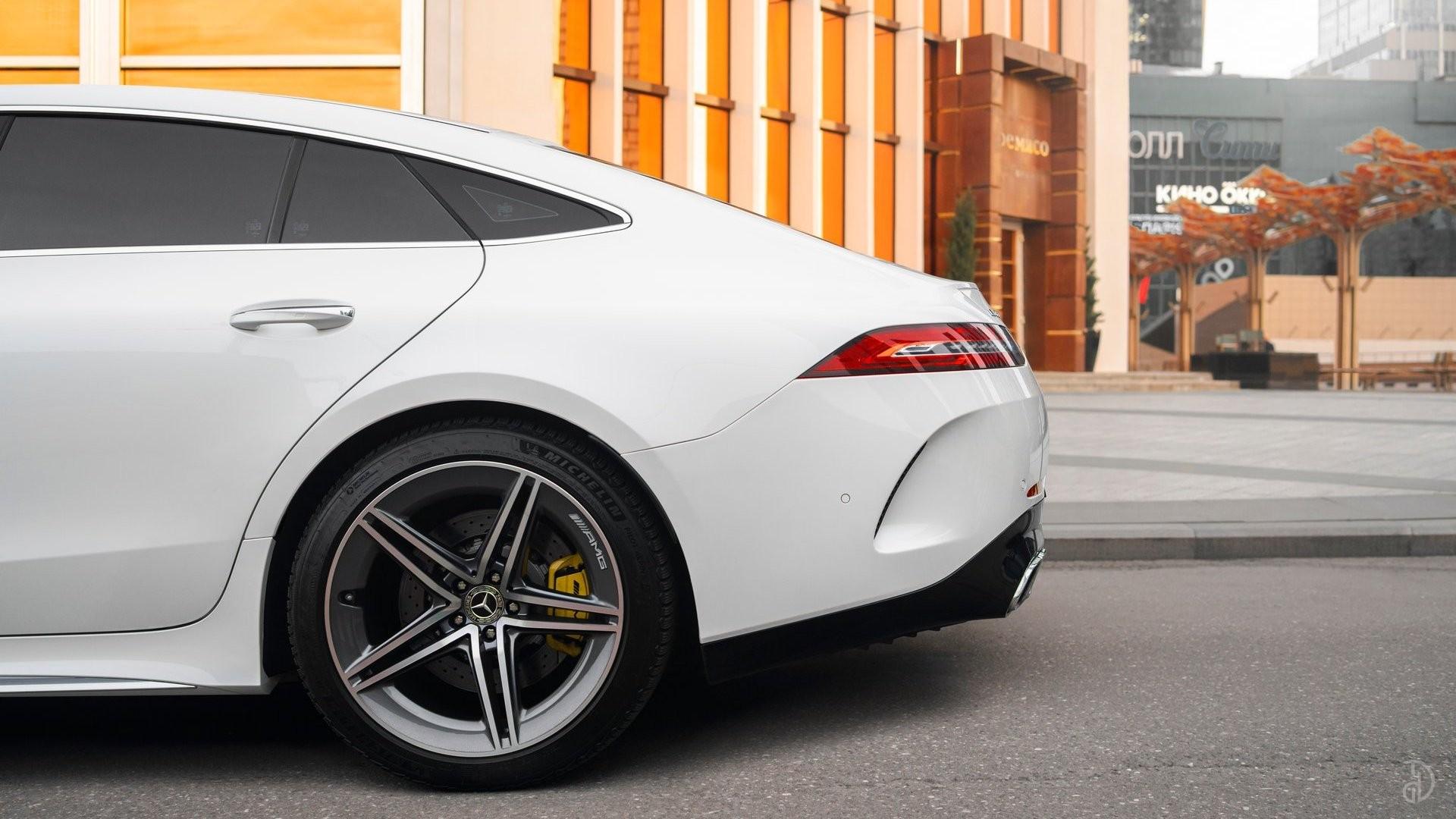 Аренда Mercedes-Benz AMG GT 63s 4 дв. купе. Фото 4