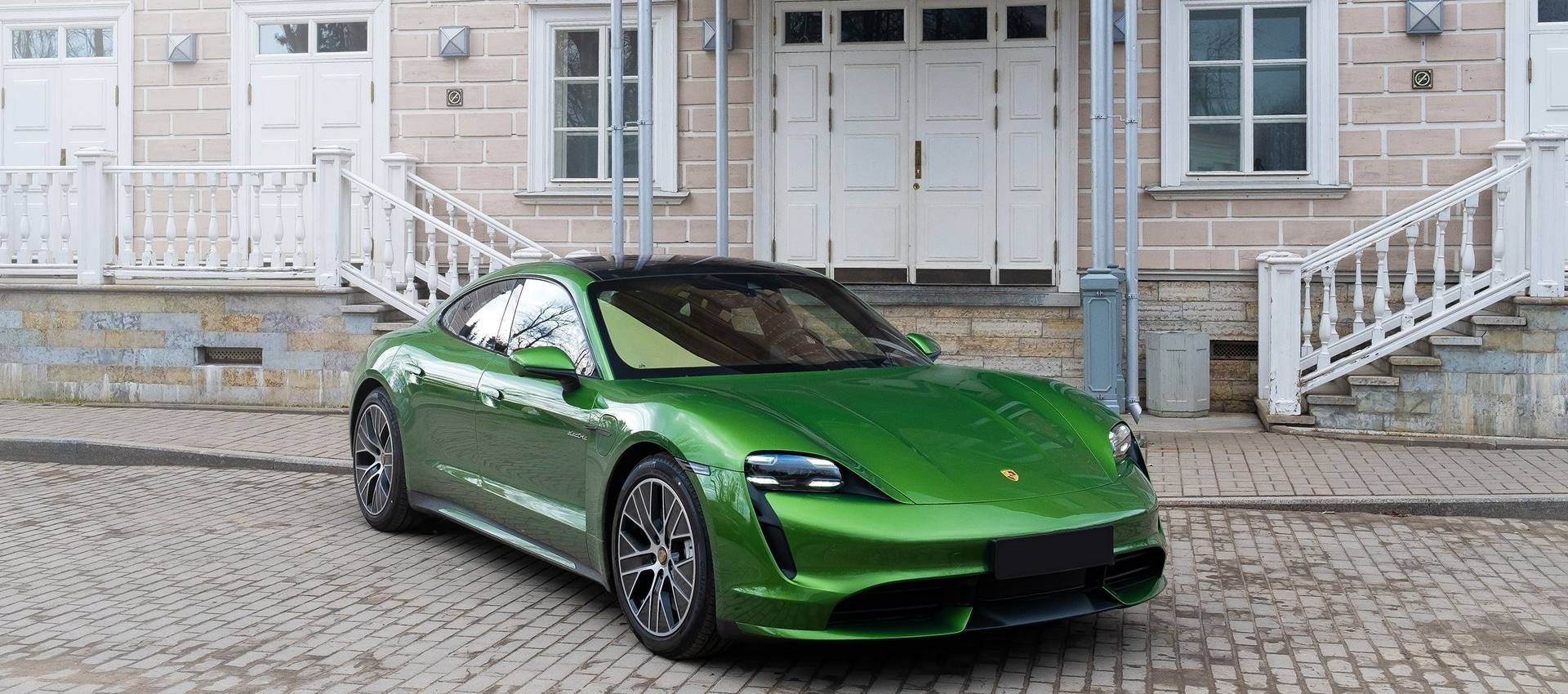 Аренда Porsche Taycan Turbo в Москве