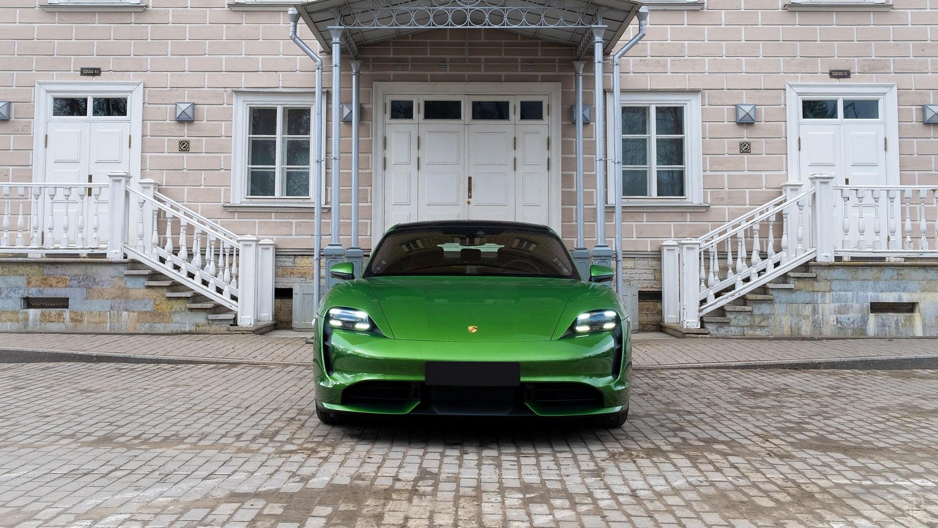 Аренда Porsche Taycan Turbo в Москве. Фото 6