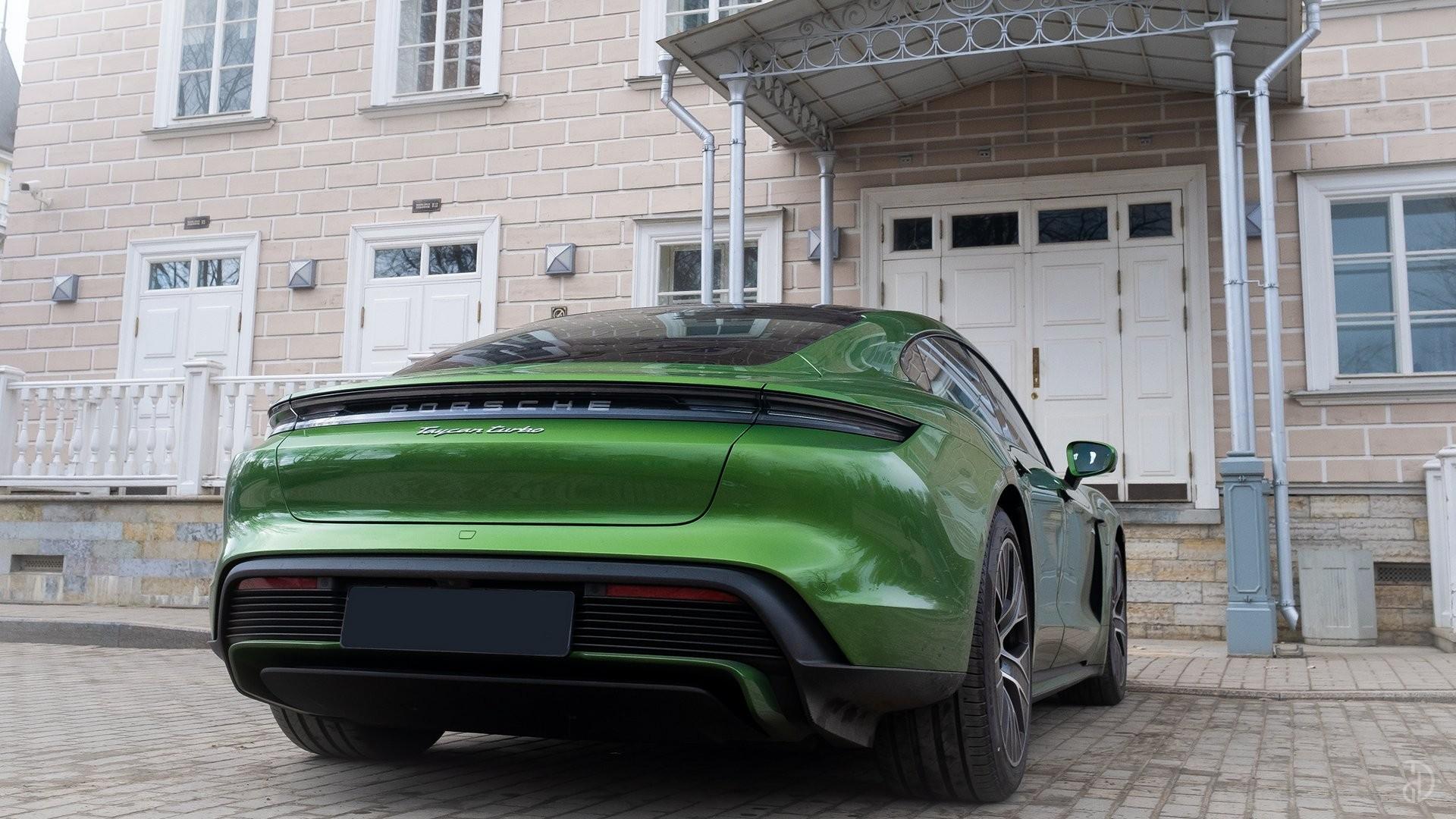 Аренда Porsche Taycan Turbo в Москве. Фото 8