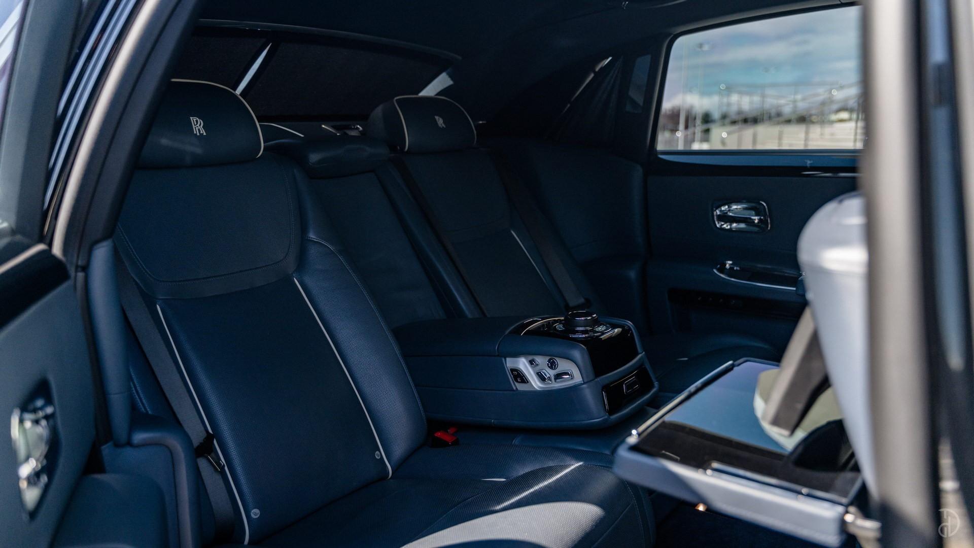 Аренда Rolls-Royce Ghost с водителем. Фото 13
