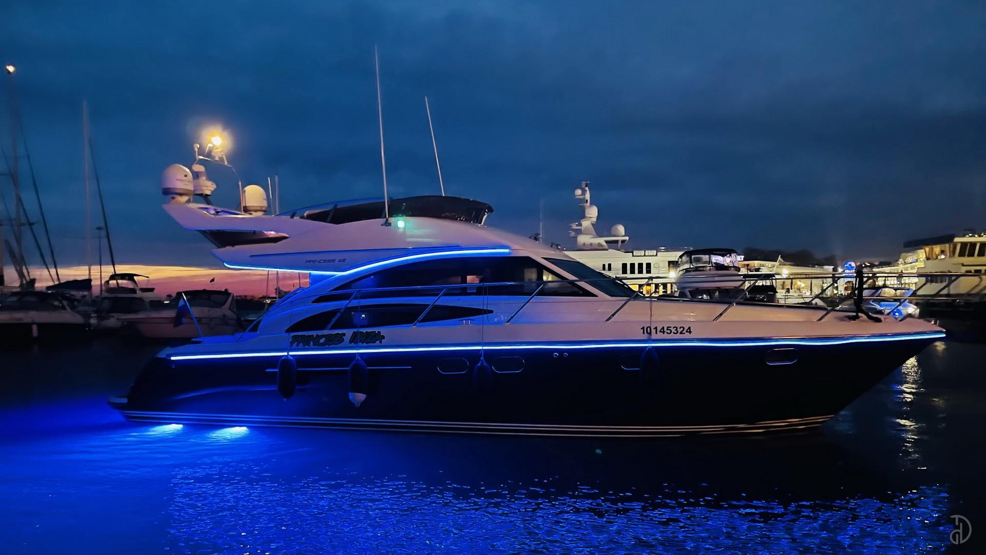Аренда моторной яхты Princess 42. Фото 4